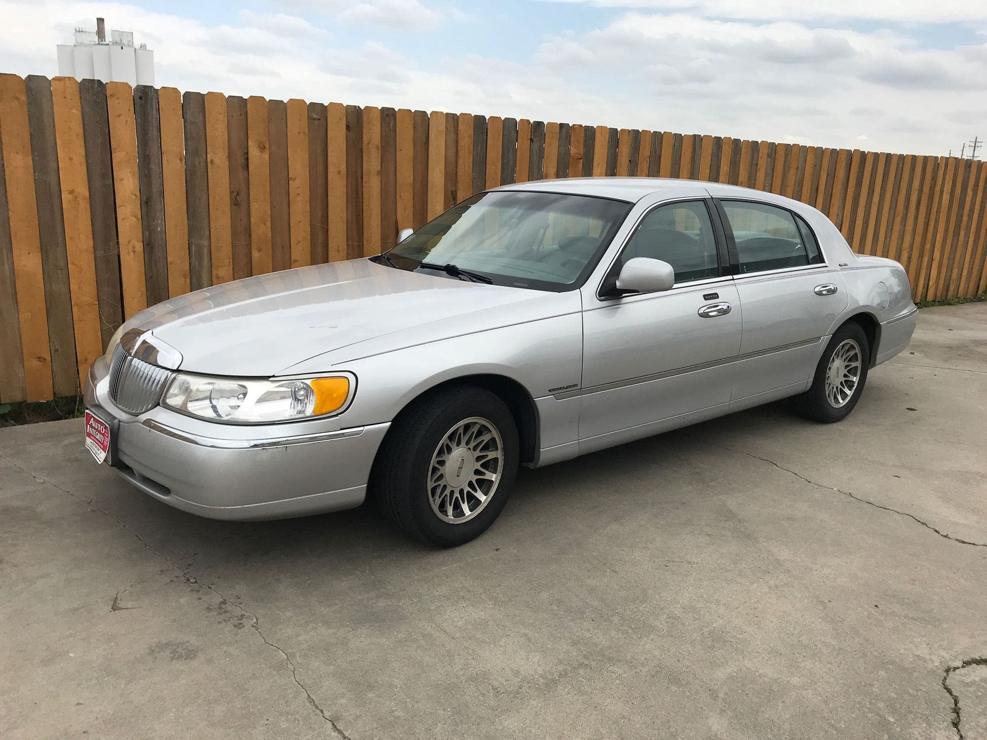 2000 Lincoln Town Car Signature Auto Integrity