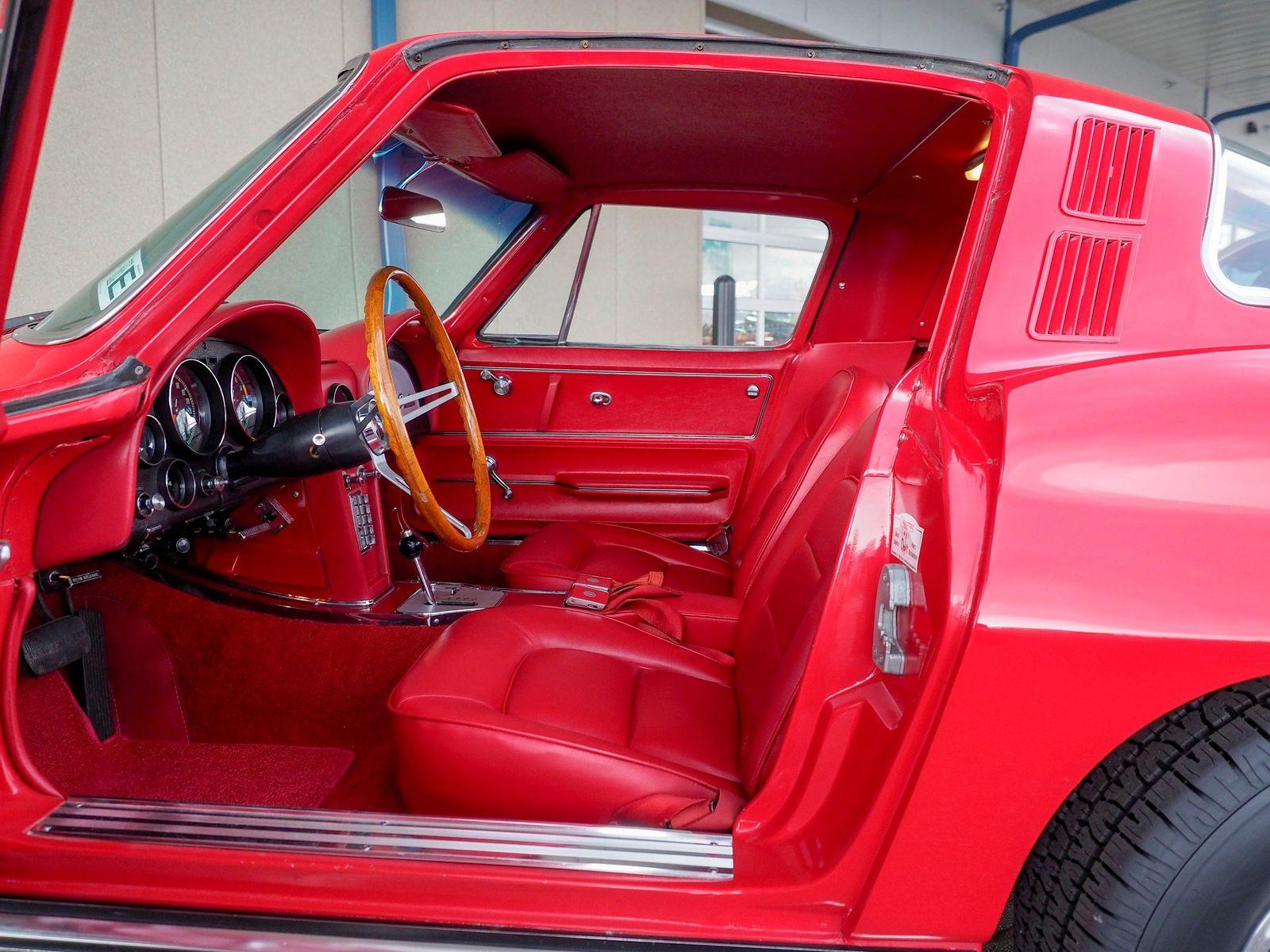 1965 Chevrolet Corvette 36
