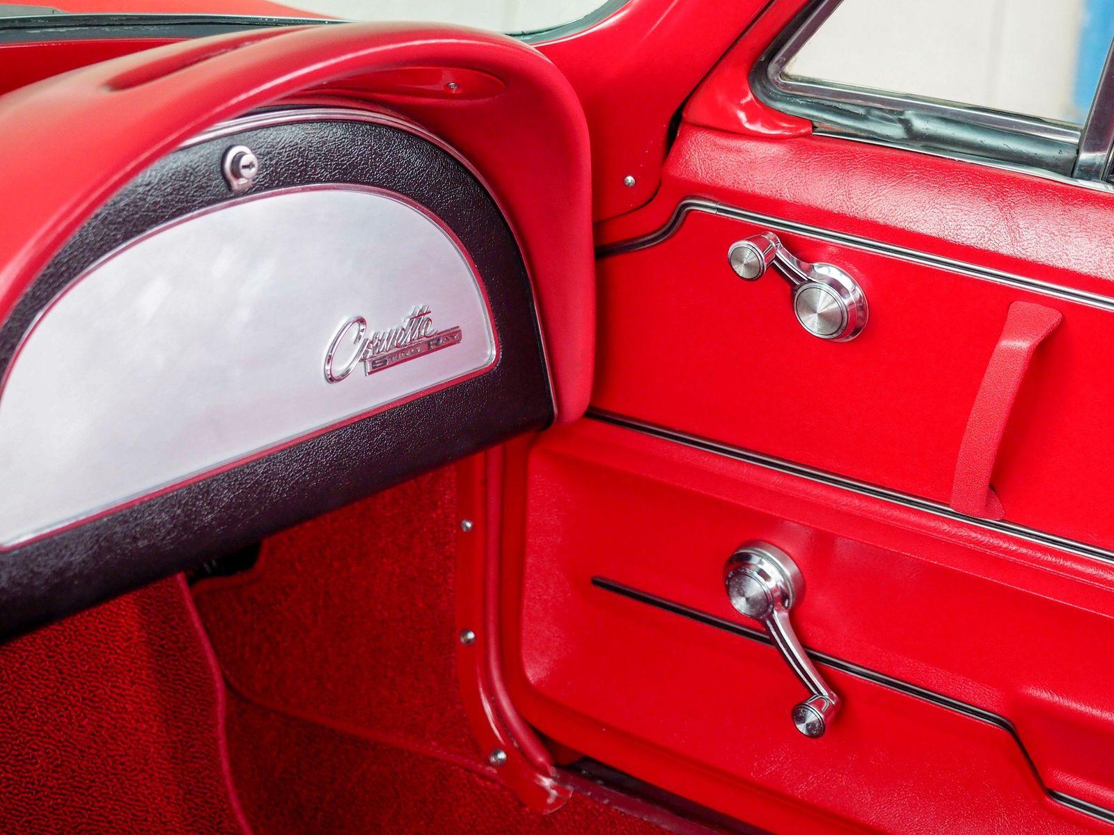 1965 Chevrolet Corvette 41