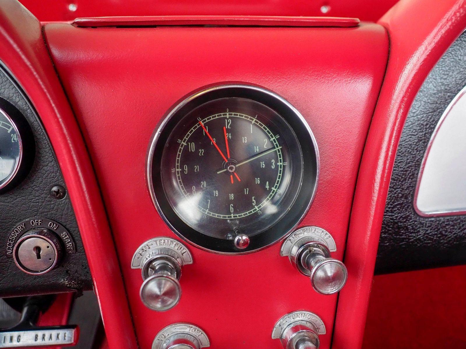 1965 Chevrolet Corvette 44