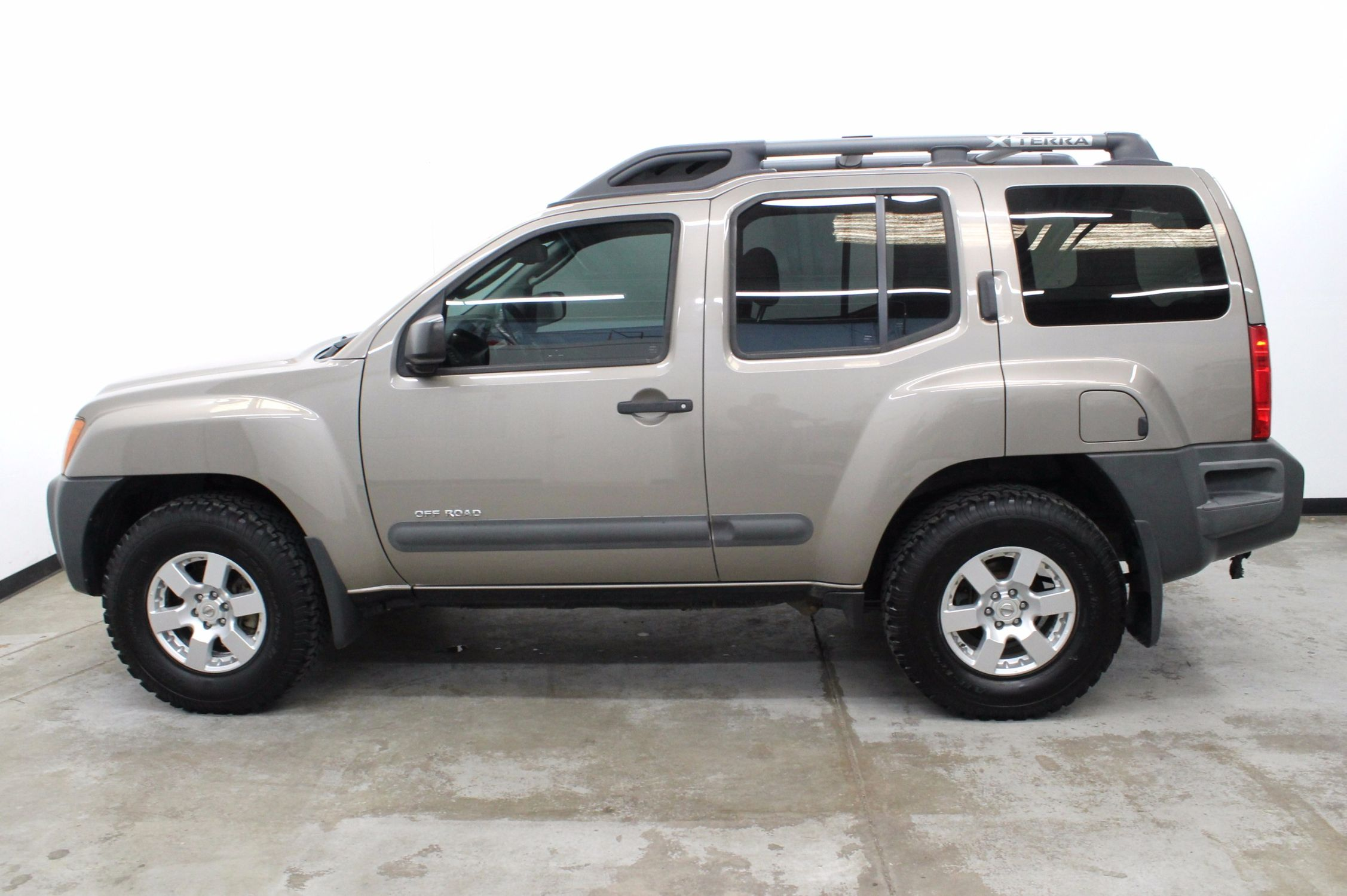 2008 Nissan Xterra Off-Road. One Owner - Manual Transmission! SOLD. VIEW 20  HI-RES PHOTOS