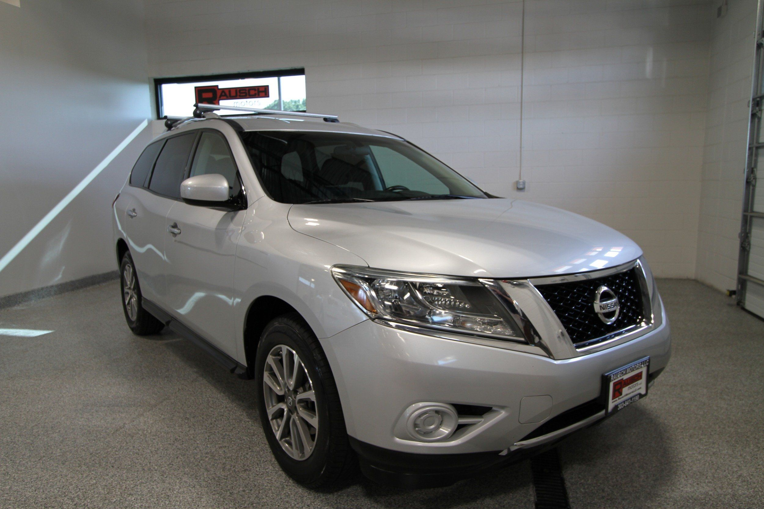 2013 Nissan Pathfinder SV. SV V6 4WD Automatic 3rd Row Seating ABS CD CLEAN!