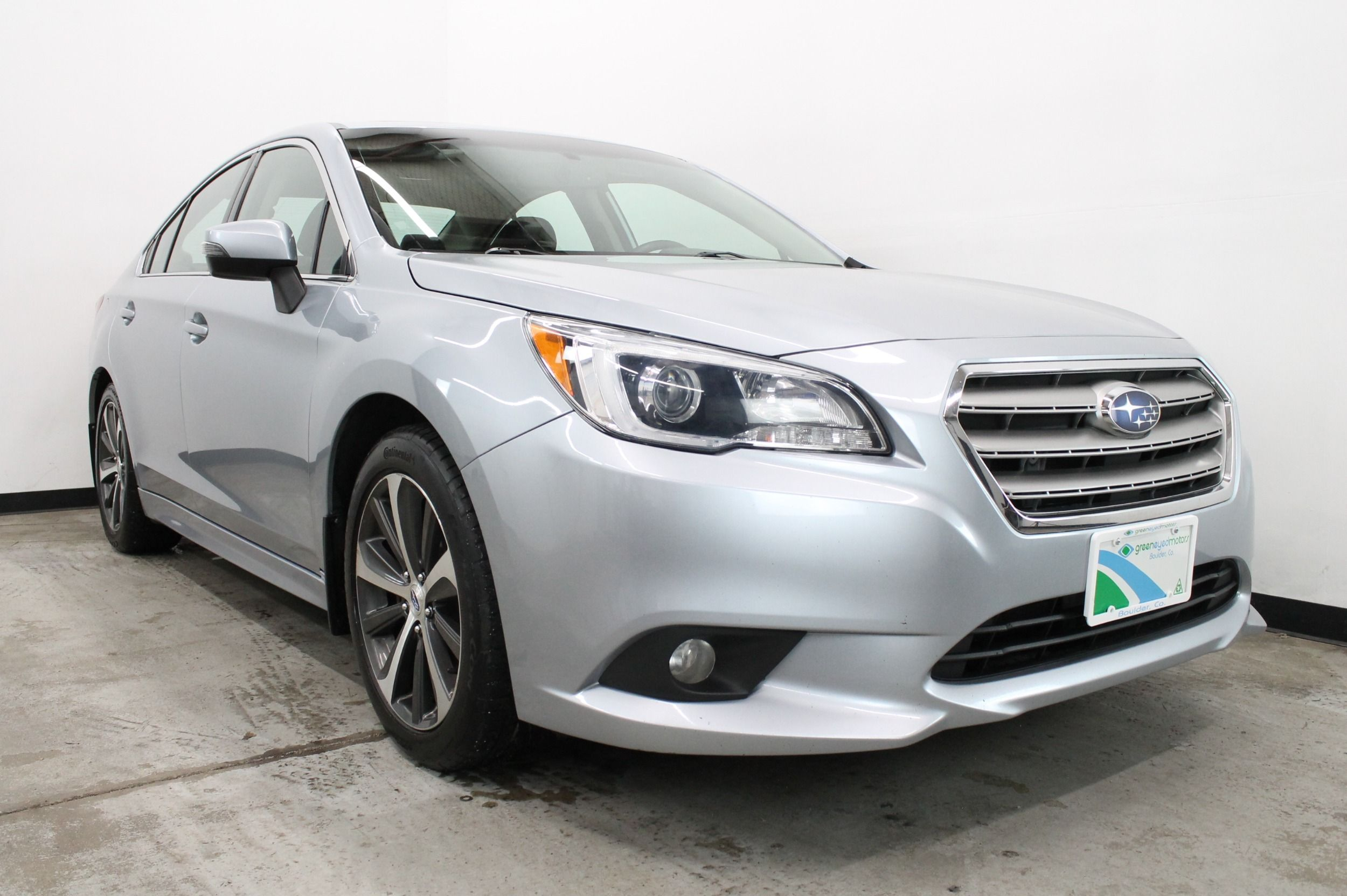Subaru Legacy: Auto-dimming mirror with compass (if equipped)